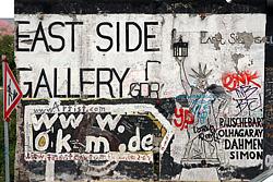 Grafiti en la zona del muro de Berlín conocida como <span>East Side Gallery. </span>
