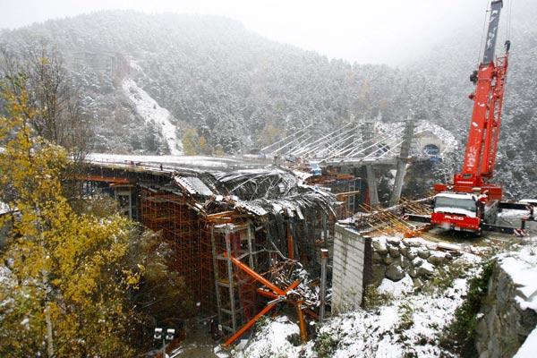 Trabajos en el túnel derruido de Andorra.