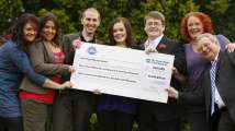 <p>Ganadores de lotería en Reino Unido.</p>