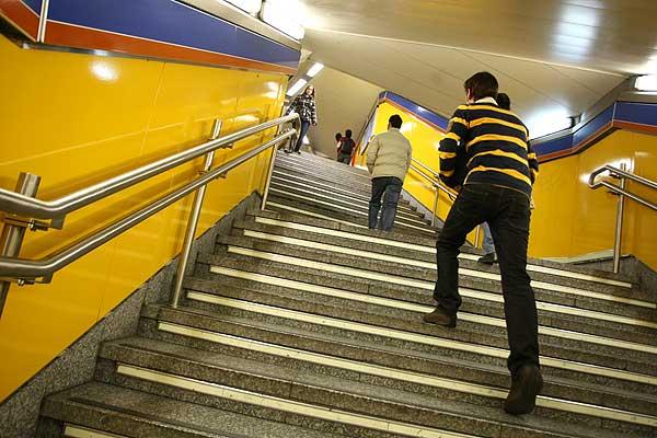 Casi 30 estaciones del metro de madrid carecen de Metro santo domingo madrid