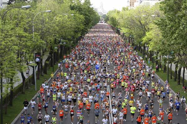 Atletas corriendo por Madrid