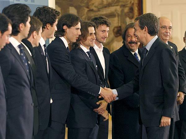 El presidente recibe al equipo de la Copa Davis