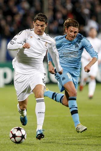Cristiano Ronaldo y Gabriel Heinze