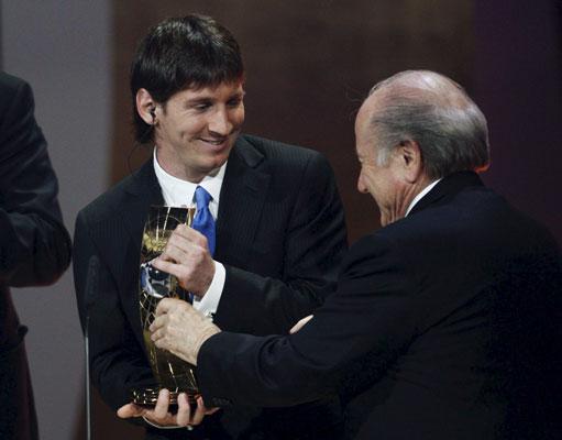 Leo Messi y Joseph Blatter