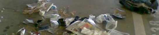 La Policía explosiona una mochila en el aparcamiento de la T-4 de Barajas  (Imagen: EFE)