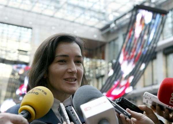 Mnistra Sinde,preoupada de q ya nose venden DVd originales