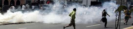 Un joven de 15 años  muere tiroteado en una manifestación a favor de Hugo Chávez  (Imagen: Edwin Montilva / REUTERS)