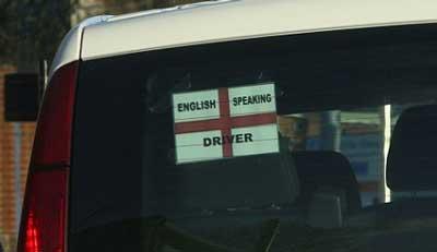 Polémicos carteles en unos taxis