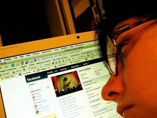 La justicia ampara a una trabajadora despedida por criticar a su jefe en Facebook