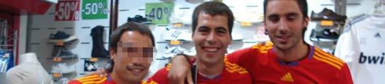 Los etarras detenidos en Girona posan en Facebook con la camiseta de España  (Imagen: FACEBOOK)