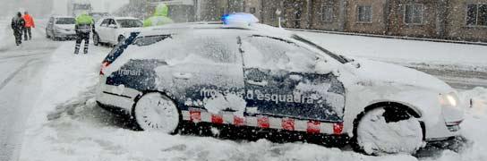 Los Mossos d'Esquadra no tenían cadenas para salir a trabajar durante el temporal  (Imagen: ARCHIVO)