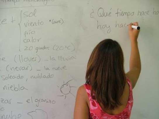 M s de alumnos siguen programas de educaci n for Accion educativa espanola en el exterior