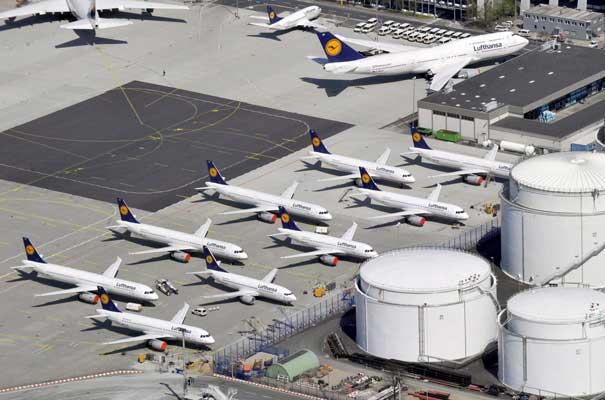Aviones de la aerolínea Lufthansa aparcados en el aeropuerto de Fráncfort (Alemania)