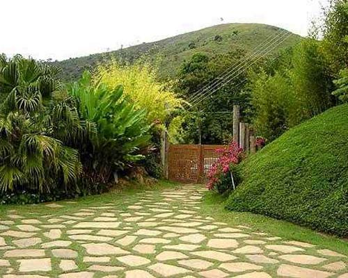 Decorar con piedras un toque de naturalidad para los for Jardines con canas y piedras