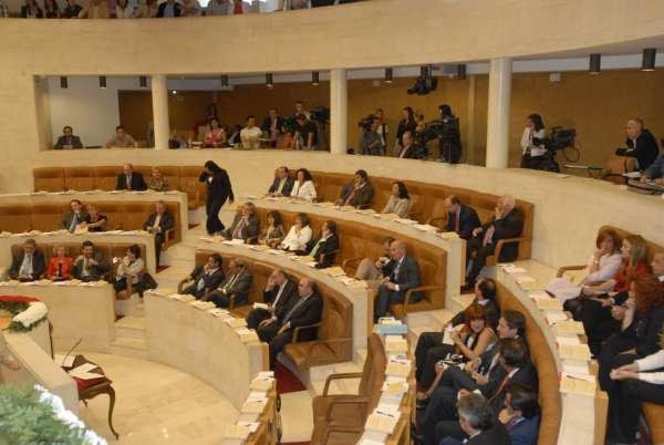 El Pleno aborda mañana las oposiciones de médicos, la demolición del Peru Zaballa y el proyecto Gebiosa