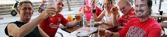 Turistas y cerveza