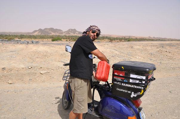 Nacho Medina se hace 15.000 kilómetros en vespa por la selección española 1084041