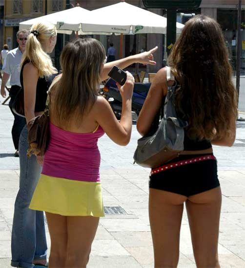 Mujeres en minifalda