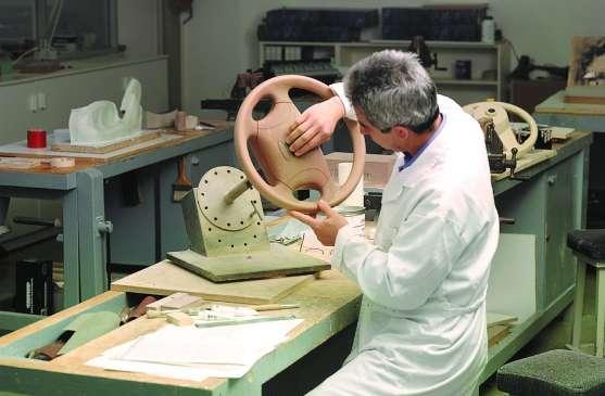 Un trabajador en su taller