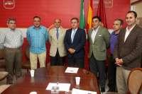 Zoido se compromete con el sector de la hostelería a crear una delegación municipal de Turismo