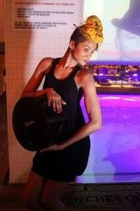 Los tocados para el pelo de Marga Dorao dejan por un día Nueva York y se instalan en los Baños del Carmen