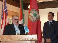 El diputado general entrega en Idaho la distinción 'Ilustre de Bizkaia' al senador de Pete Cenarruza