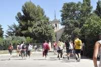 El arzobispo de Toledo y los 750 jóvenes que participan en la peregrinación a Santiago pasan la noche en Cangas de Onis