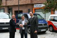 Cajastur cede a Fasad tres vehículos que permitirán la participación en programas de ocio a 800 discapacitados