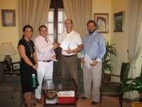 El Ayuntamiento de Moguer y Apyme constituyen una mesa de trabajo para promocionar el tejido empresarial