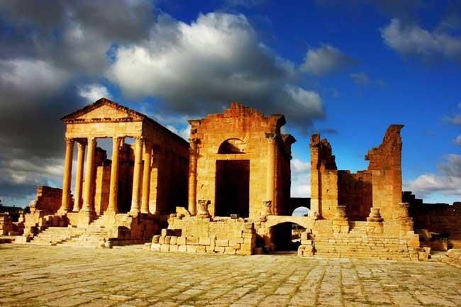 Templos del foro en las ruinas romanas de Sbeitla.