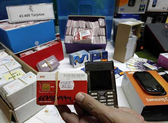 Desarticulada una red de estafa a compañías de móvil