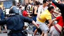 Mossos cargan en Barcelona