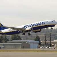 Un avión de Ryanair procedente de Dublín aterriza en Parayas con un motor averiado