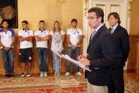 Feijóo felicita a los participantes gallegos en el Mundial de Piragüismo por la