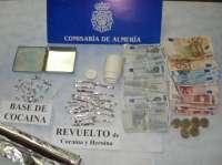 Policía Nacional detiene a un varón que realizaba una transacción dinero-droga en la puerta de su casa