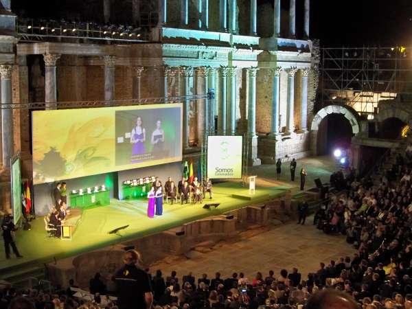 La tierra y la gente de Extremadura protagonizan un acto marcado por el recuerdo al accidente de Carmonita