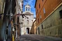 La calle Salsipuedes será el rincón pamplonés que ilustre la página de agosto del calendario municipal de 2011