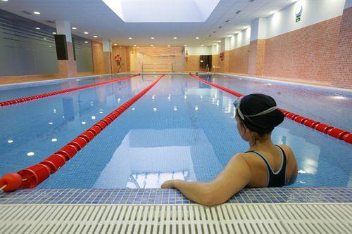 Nadar en piscinas cubiertas con cloro puede producir mutaciones en el adn - Cloro en piscinas ...