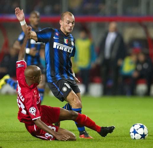 Sneijder cree q Iniesta y Xavi son sus rivales para el Baló
