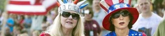Seguidores del Tea Party pisan la cabeza de una activista demócrata ante las cámaras  (Imagen: EFE)