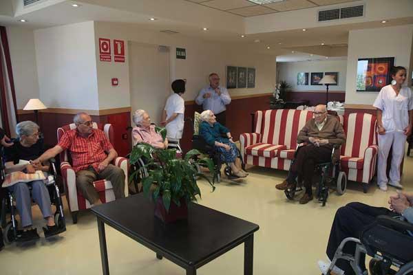 Las plazas en residencias para personas mayores en espa a for Sillon alto para personas mayores
