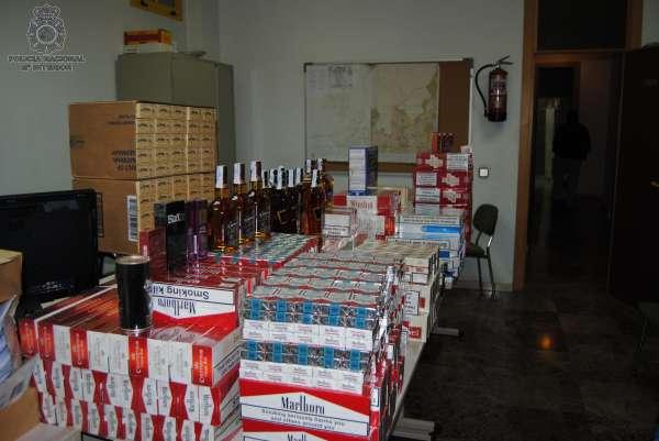 Detienen a 10 personas por vender en Internet objetos robados y comprar tabaco de contrabando