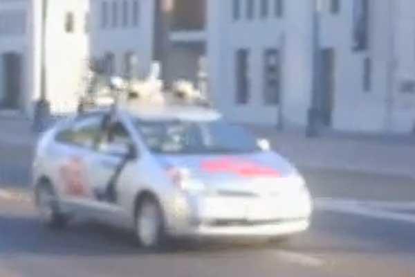 Google pone en marcha un coche sin piloto