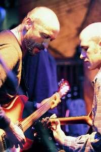 Una decena de bandas rinden homenaje en Bilbao a Neil Young y donará sus beneficios para investigar enfermedades raras