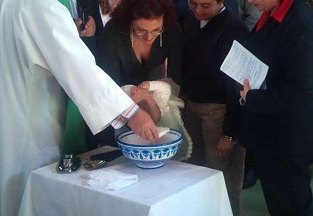 Un matrimonio de lesbianas consigue bautizar a su hija sin trabas de la Iglesia 1153616