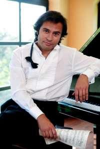 El pianista gaditano Manolo Carrasco lleva a Montopellier (Francia) el espectáculo 'Sinfonía Ecuestre'