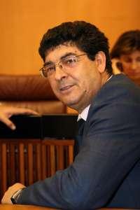 Valderas defenderá en el Parlamento andaluz una ayuda de 700 euros por hectárea para el mantenimiento de los viñedos