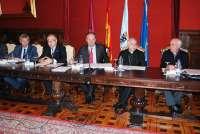 Santiago dispondrá de 10.000 plazas para coches y 2.000 de buses y Renfe habilitará trenes especiales para el día 6