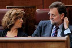 <p>El presidente del PP, Mariano Rajoy, conversa con Soraya Sáenz en el Congreso - 250</p>