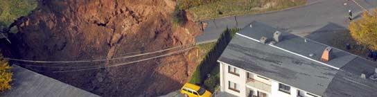 Un socavón del tamaño de una piscina se traga un coche en Alemania  (Imagen: EFE)